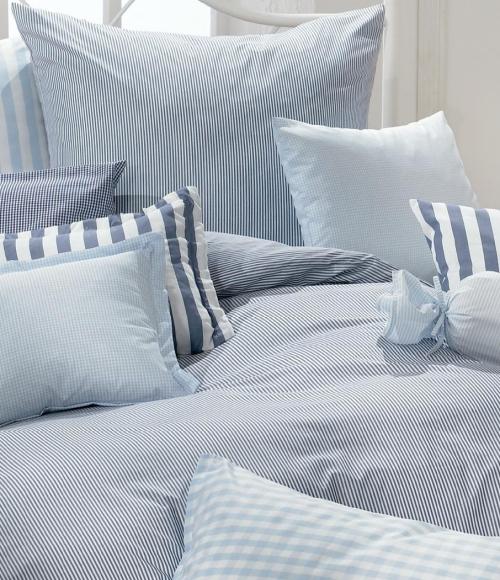 Klassische Bettwäsche in der Farbe marineblau und bleu kombiniert